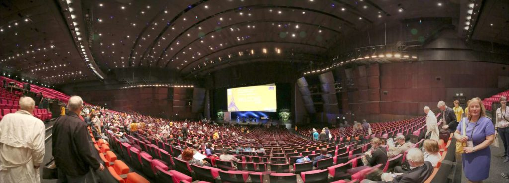 Gathering for the evening program of 28th International Congress of Applied Psychology, Paris, France.